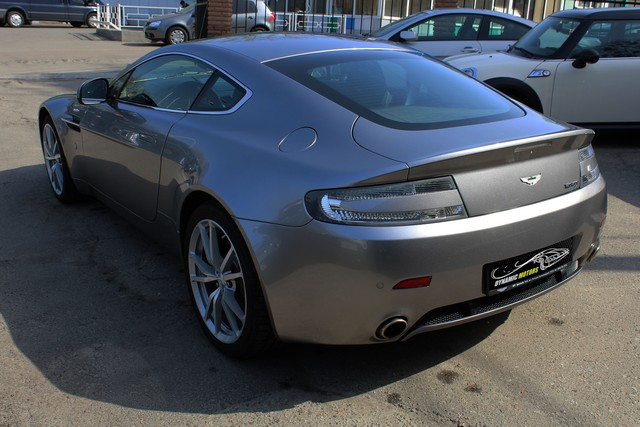 08_dynamic-motors.com.ua_Aston_Martin_V8_Vantage