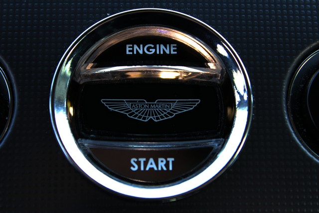 32_dynamic-motors.com.ua_Aston_Martin_V8_Vantage